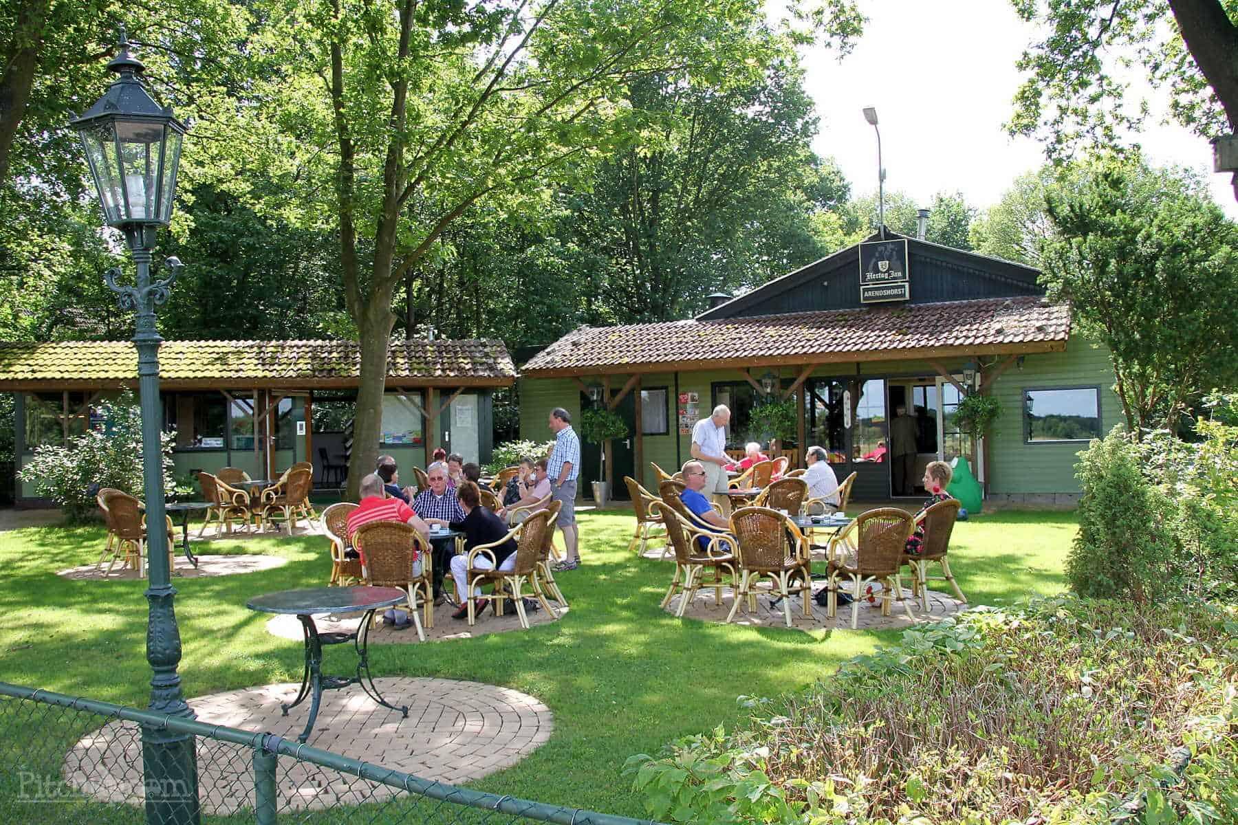 resort-de-arendshorst-ommen-terras-camping-bungalow